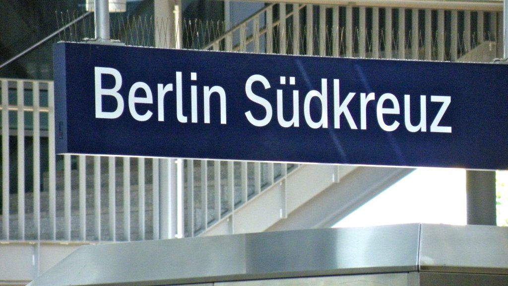 Pilot project for facial recognition at Berlin railway station generates debate between data protectors and ministries