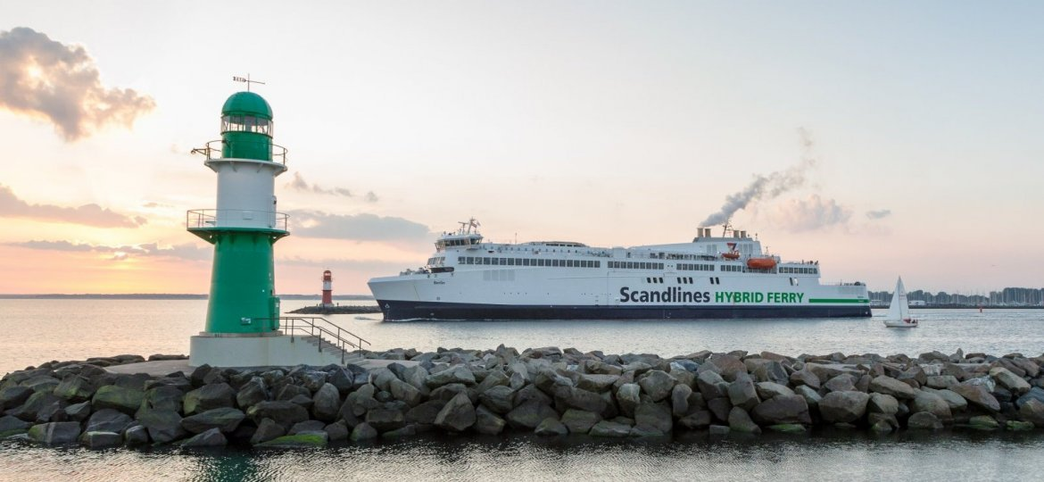 A hybrid ferry by a shipping company from Hamburg